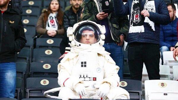 Yeşilay'ın kampanyası olan astronot - Sputnik Türkiye