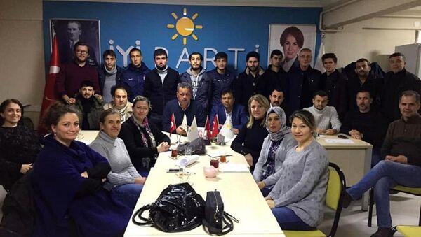 İYİ Parti'de ilçe yönetiminden istifa: Kombi sökenleri tercih ettiniz - Sputnik Türkiye