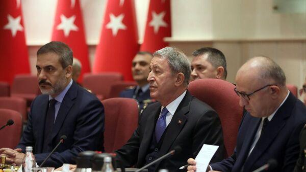 Milli Savunma Bakanı Hulusi Akar ile Rusya Savunma Bakanı Sergey Şoygu - Sputnik Türkiye