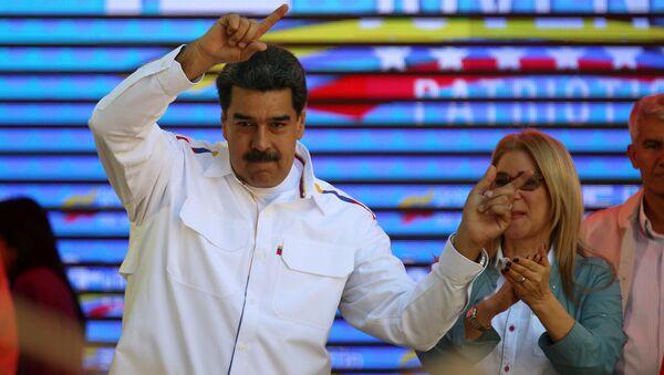 Venezüella Devlet Başkanı Nicolas Maduro ve eşi Cilia Flores - Sputnik Türkiye