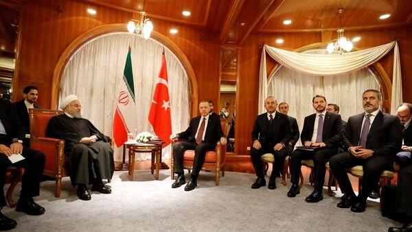 Türkiye Cumhurbaşkanı Recep Tayyip Erdoğan ile İran Cumhurbaşkanı Hasan Ruhani - Sputnik Türkiye