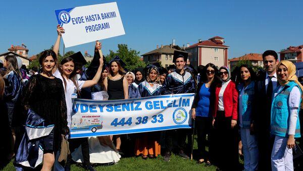 Evde Hasta Bakımı Bölümü öğrencileri - Sputnik Türkiye
