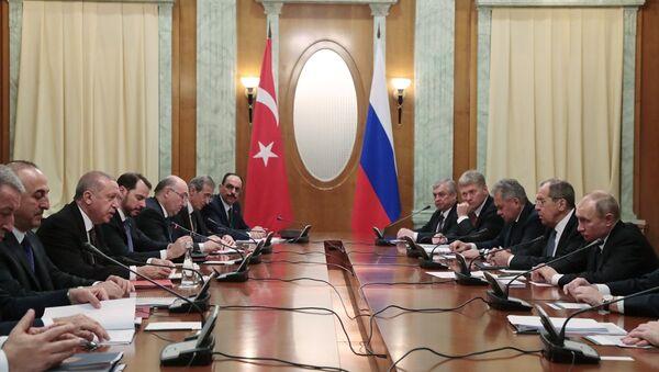 Soçi'de Türk ve Rus heyetleri arasında ikili görüşmeler - Sputnik Türkiye
