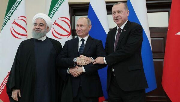 Türkiye Cumhurbaşkanı Recep Tayyip Erdoğan, İran Cumhurbaşkanı Hasan Ruhani ve Rusya Devlet Başkanı Vladimir Putin ile Suriye konulu Dördüncü Üçlü Zirve Toplantısı'nda bir araya geldi. - Sputnik Türkiye