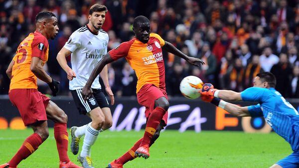 Galatasaray, sahasında Benfica'ya 2-1 mağlup oldu. - Sputnik Türkiye