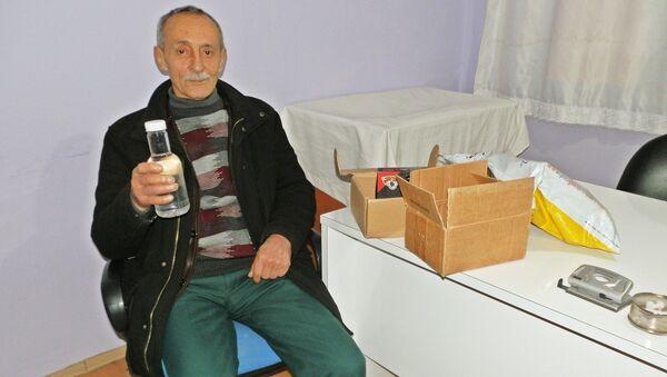Telefon kazandığını sandı, paketten su şişesi çıktı - Sputnik Türkiye