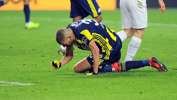 Fenerbahçe, 10 kişilik Konyaspor ile berabere kaldı - Sputnik Türkiye