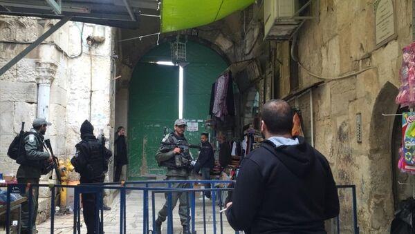 İsrail polisi işgal altındaki Doğu Kudüs'te bulunan Mescid-i Aksa'nın tüm kapılarını kapattı - Sputnik Türkiye