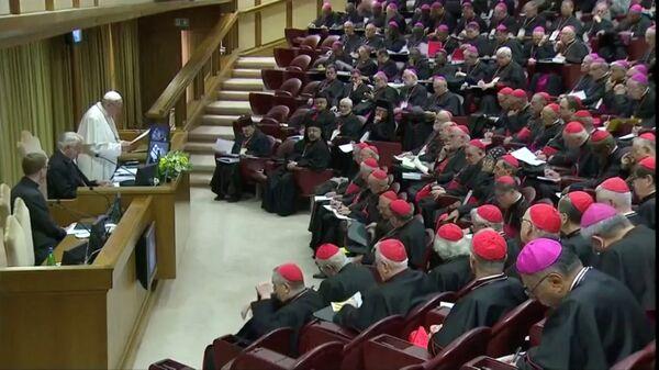 'Katolik kiliselerinde reşit olmamışların korunması' konusunda 'dünya çapında tüm piskoposlar konferanslarının başkanlarının biraraya geldiği' zirvenin açılışını Papa Francis yaptı. - Sputnik Türkiye