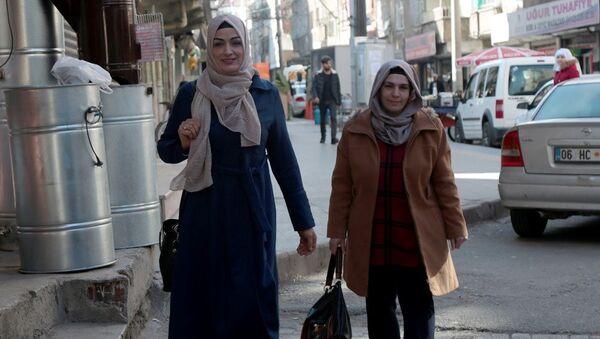 34 yaşında ve 2 çocuk annesi Medine Karaca da Bağlar - Sputnik Türkiye