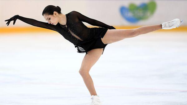 """İki kez Dünya Şampiyonu, 2018 Kış Olimpiyat Oyunları'nda gümüş madalya sahibi Yevgeniya Medvedeva, """"Artistik patinajda yaptıklarımın sadece yüzde 10'unu kendim için yapıyorum. Geriye kalanını ise sizin, ailem, tüm ülkem için yapıyorum"""" dedi. - Sputnik Türkiye"""
