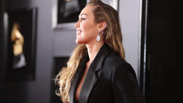 Şarkıcı Miley Cyrus - Sputnik Türkiye
