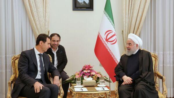 Suriye savaşının başlangıcından beri ilk: Esad, İran'da Ruhani ile görüştü - Sputnik Türkiye