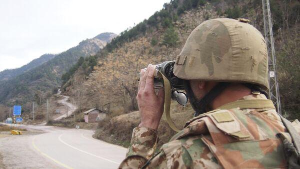Pakistan askeri Hindistan sınırını gözlüyor. - Sputnik Türkiye
