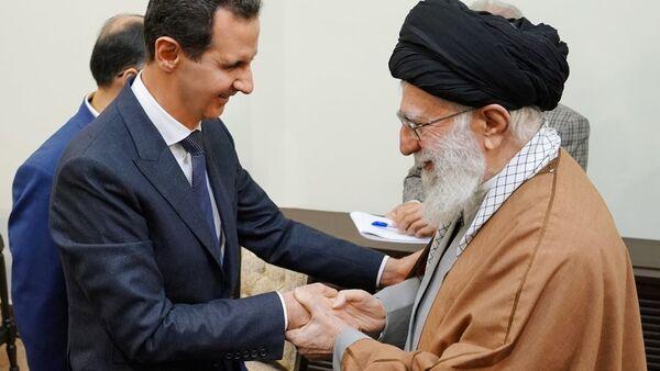 Suriye Devlet Başkanı Beşar Esad'ın Tahran'a gerçekleştirdiği çalışma ziyareti kapsamında  İran'ın dini lideri Ayetullah Ali Hamaney ile de bir araya geldi. - Sputnik Türkiye