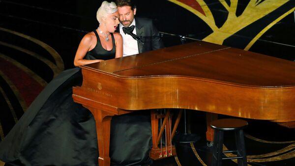 Lady Gaga ve Bradley Cooper, Oscar töreninde ödül alan 'Shallow' şarkısını birlikte seslendirdi. - Sputnik Türkiye