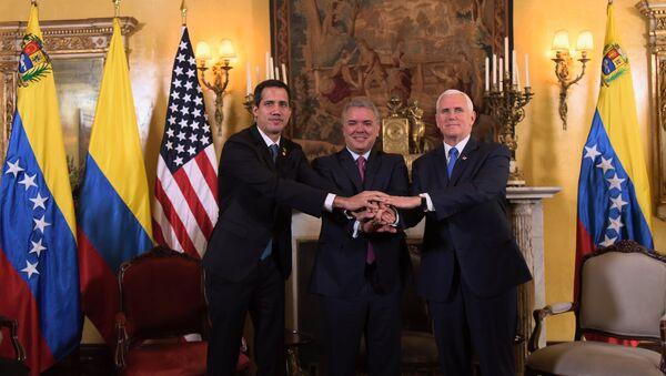 Kendisini Venezüella geçici Devlet Başkanı ilan eden Juan Guaido ve ABD Başkan Yardımcısı Mike Pence, Kolombiya'nın başkenti Bogota'da gerçekleştirilen Lima Grubu toplantısında bir araya geldi. - Sputnik Türkiye