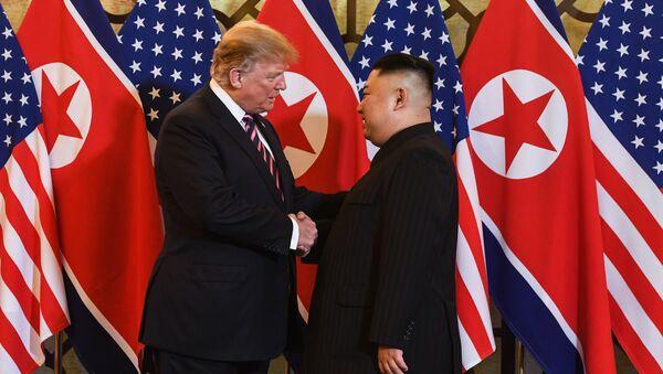 ABD Başkanı Donald Trump ve Kuzey Kore Lideri kim Jong-un Vietnam'da ikinci kez yüz yüze görüştü  - Sputnik Türkiye