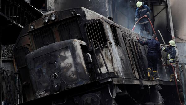 Rescue workers put out a fire at the main train station in Cairo, Egypt, February 27, 2019 - Sputnik Türkiye