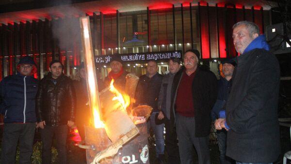 Şişli Belediyesi'nde maaşlarını alamayan işçiler açlık grevine başladı - Sputnik Türkiye