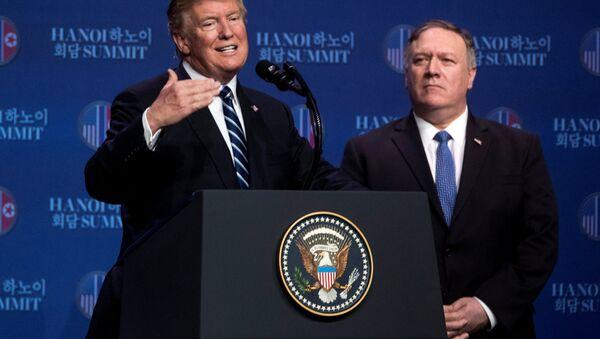ABD Başkanı Donald Trump Vietnam'ın Hanoi kentinde basın toplantısı düzenledi - Sputnik Türkiye