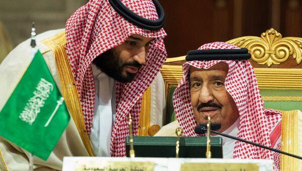 Suudi Arabistan Kralı Selman bin Abdülaziz el Suud  ile Veliaht Prensi Muhammed bin Selman - Sputnik Türkiye