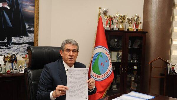 İzmir'de, yerel seçimler için yeniden aday gösterilen ancak YSK tarafından adaylığı düşürülen Balçova Belediye Başkanı Mehmet Ali Çalkaya - Sputnik Türkiye