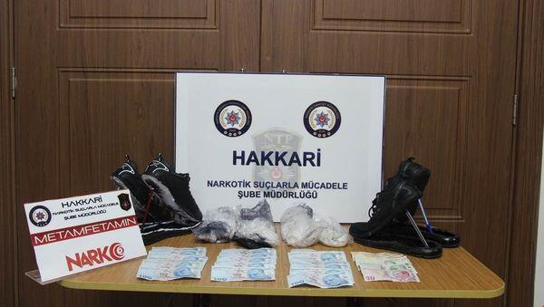 Ayakkabının tabanında 1 kilo 14 gram metamfetamin ve bin 850 TL para çıktı - Sputnik Türkiye
