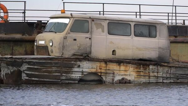 Rusya'da hizmet veren minibüs ve tekne hibridi olan feribot görenleri şaşırtıyor - Sputnik Türkiye