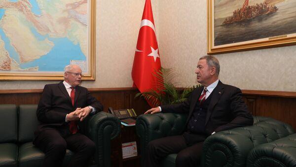 Milli Savunma Hulusi Bakanı Akar ile ABD'nin Suriye Özel Temsilcisi Jeffrey - Sputnik Türkiye