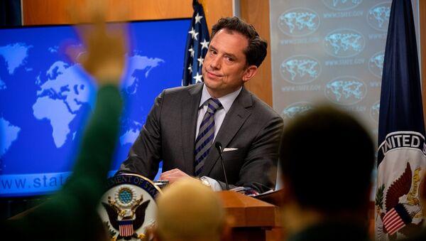ABD Dışişleri Bakanlığı Sözcü Yardımcısı Robert Palladino (fotoğrafta), Washington'daki bakanlıkta düzenlenen basın brifinginde, Türkiye'nin Rusya'dan S-400 alma girişimine ilişkin değerlendirmelerde bulundu. - Sputnik Türkiye