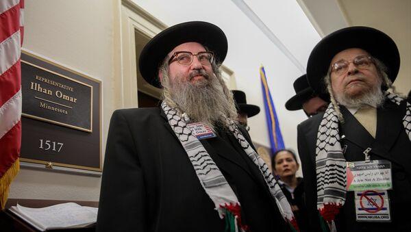 Siyonizm karşıtı Ortodoks Yahudileri, İsrail açıklamaları sebebiyle anti-semitizm tartışmalarının odağına yerleşen ABD Temsilciler Meclisi üyesi Ilhan Omar'a destek ziyaretinde bulundu. - Sputnik Türkiye