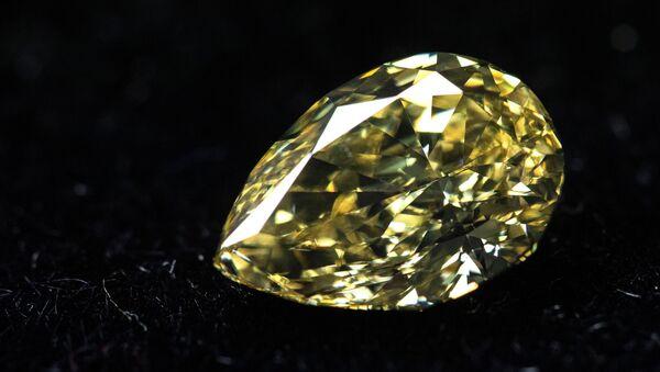 Turistler bu turlarla Yakutistan Cumhuriyeti'nin hazinelerini yakından tanırken, bölgede çıkarılmış inanılmaz büyüklükteki elmasları da görüyorlar. - Sputnik Türkiye