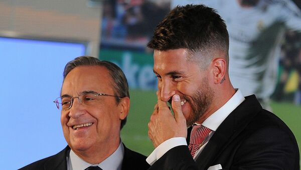 Real Madrid Başkanı Florentino Perez ile rövanş maçında cezalı olan Sergio Ramos arasında bir tartışma yaşandığı iddia edildi. - Sputnik Türkiye