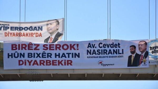 Diyarbakır'da Erdoğan için Kürtçe pankart - Sputnik Türkiye