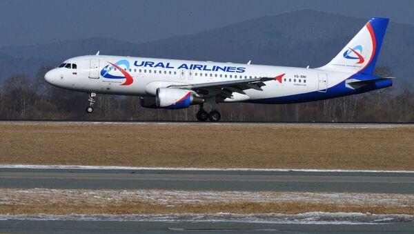 Rus havayolu şirketi Ural Havayolları'na ait bir yolcu uçağı - Sputnik Türkiye