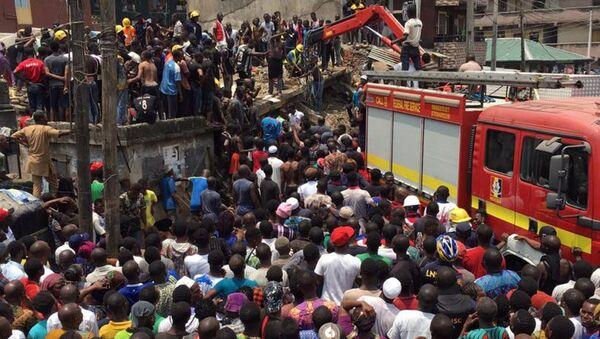 Nijerya Lagos'ta üç katlı bina çöktü - Sputnik Türkiye
