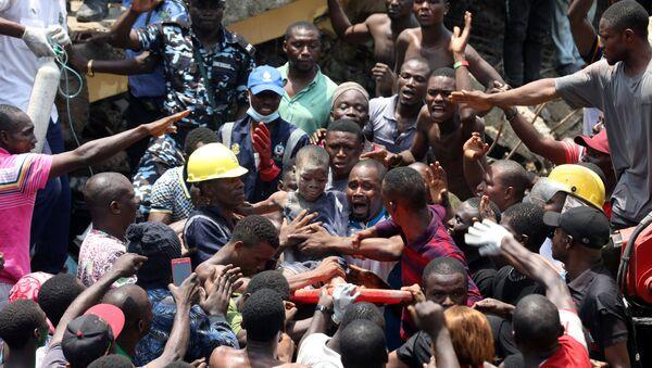 Nijerya'nın en büyük şehirlerinden Lagos'ta bir ilkokulun da bulunduğu üç katlı bir bina çöktü. - Sputnik Türkiye