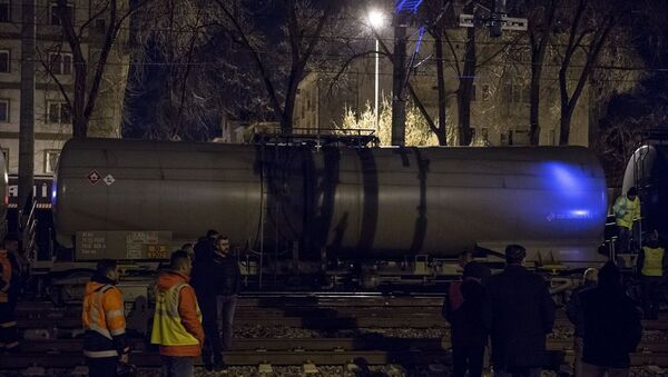 Ankara'nın Sincan ilçesinde akaryakıt taşıyan yük treninin raydan çıktı - Sputnik Türkiye
