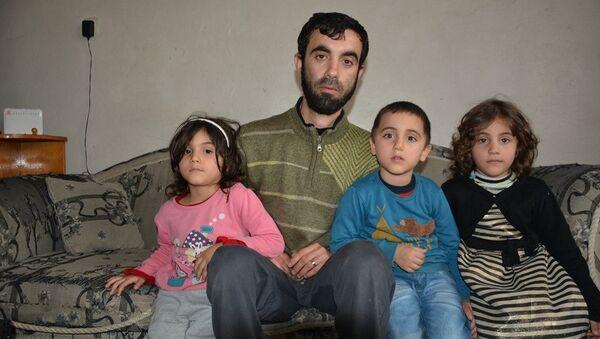 Recep Tayyip Erdoğan, Emine ve Sümeyye adlı Suriyeli çocuklar ile babaları Ahmed Nacar - Sputnik Türkiye