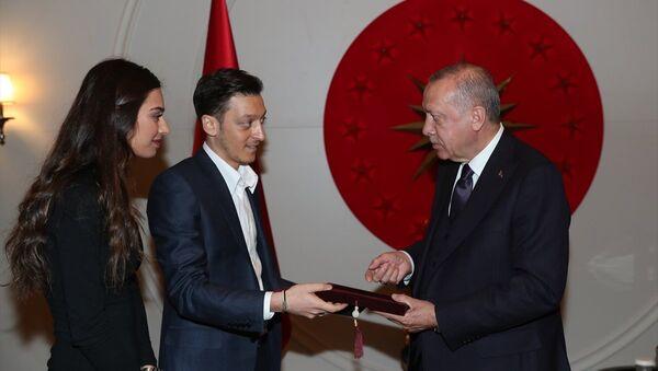 Cumhurbaşkanı Erdoğan, futbolcu Mesut Özil'i kabul etti  - Sputnik Türkiye