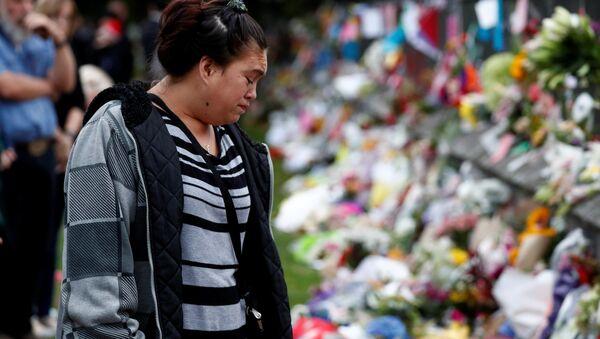 Yeni Zelanda cami saldırılarında yaşamını yitirenler Christchurch kentinde çiçeklerle anıldı - Sputnik Türkiye