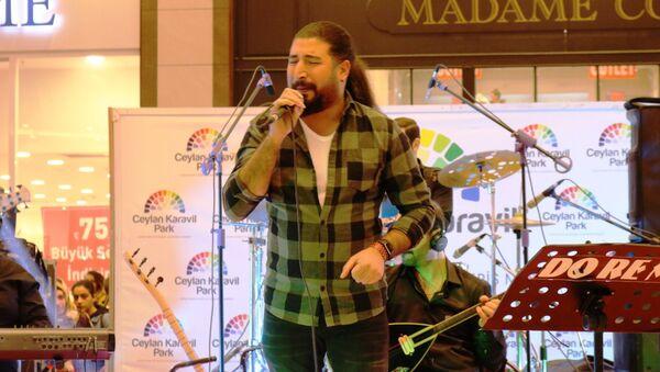 'O Ses Türkiye' yarışmasında birinci olan şarkıcı Ferat Üngür - Sputnik Türkiye