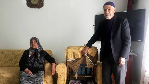 25 yıldır biriktirdikleri paraları çalınan Mehmet Nuri Mergen ve eşi Nazmiye Mergen - Sputnik Türkiye