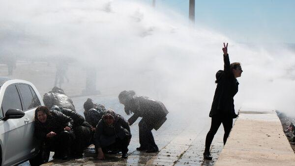 HDP'lilere mezarlık yasağı: Yürümek isteyenlere polis müdahalesi - Sputnik Türkiye