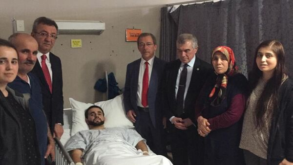 CHP Heyeti,  iki camide ibadet edenlere yönelik terör katliamının yaşandığı Yeni Zelanda Christchurch kentinde, yaşamını yitiren 50 kişi için taziyede bulundu, yaralı Türk vatandaşlarını ziyaret etti. - Sputnik Türkiye