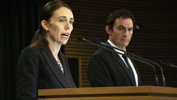 Yeni Zelanda Başbakan Jacinda Ardern ve Polis Bakanı Stuart Nash, silah yasalarının değiştiğini açıkladı - Sputnik Türkiye