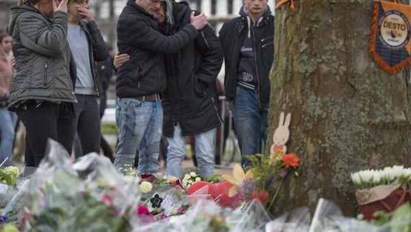 Hollanda'nın Utrecht kentindeki tramvay saldırısının ardından anma noktaları oluşturuldu - Sputnik Türkiye