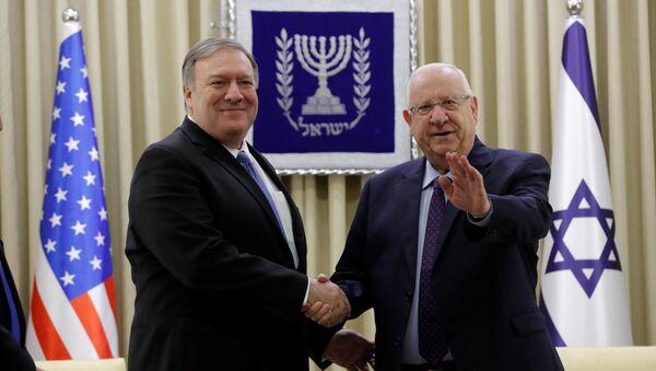 ABD Dışişleri Bakanı Mike Pompeo ve İsrail Cumhurbaşkanı Reuven Rivlin - Sputnik Türkiye