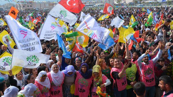 Mersin'de HDP'den Türk bayraklı Nevruz kutlaması - Sputnik Türkiye